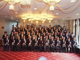 【表彰対象20社の皆さんと記念写真撮影】